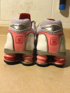 Youth Nike Shox Running Shoes Size 5Y London Ontario image 3
