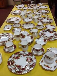 8 place settings of royal alberts old country rose dishes