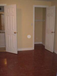 $600 ROOM AVAILABLE close to UTSC (Morningside and Ellesmere)