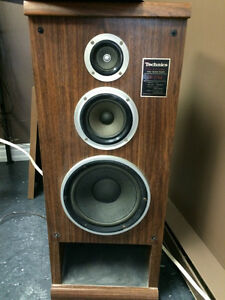 akai stereo system speakers technics 200w 220$ and turntable