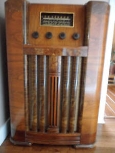 wanted old wooden radios and mantle clocks