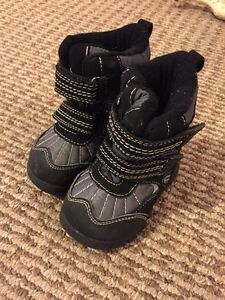 Toddler Size 5 Winter Boots EUC