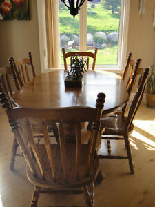 Solid Oak Mennonite Made Dining Table & Chairs