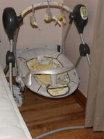 chaise haute et balançoire de bébé PEUT VENDRE SEPAREMENT