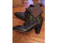 Leather brown Ankle boots size