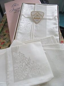 New tablecloth and napkins