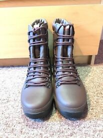 Altberg Defender Army Boots Size 8, BRAND NEW