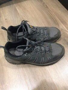 Mens 10.5 Columbia hiking sneakers