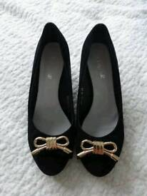 Lovely Black Ladies Shoes, size uk 5