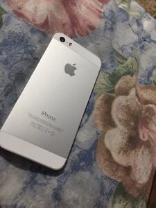 MINT CONDITION IPHONE 5S silver $200 OBO  London Ontario image 2