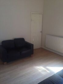 FALLOWFIELD, MOSELEY ROAD - HOUSE FOR GROUP OF 3 PROFS / POST GRADUATES /STUDENTS - £60 PP/PW