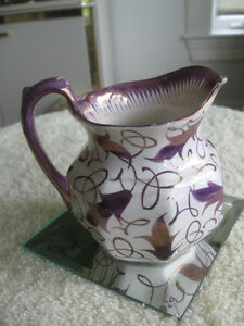 ADORABLE OLD VINTAGE ENGLISH-MADE WEDGEWOOD CREAMER [as is]