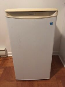 Mini fridge Danby