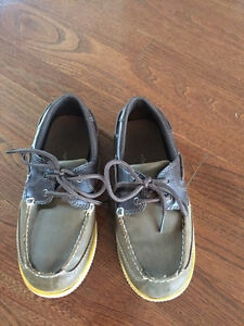 Boys dress shoes - size 1  London Ontario image 1