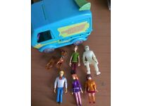 Scooby do mystery machine and figures