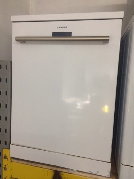 White Siemens dishwasher only hot water good condition with guarantee bargain