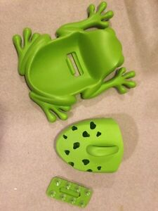 Boon Frog bath toy with scoop