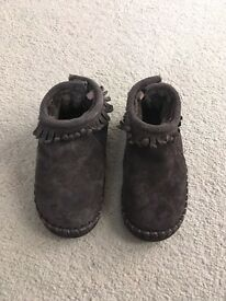 White company size 7 boots