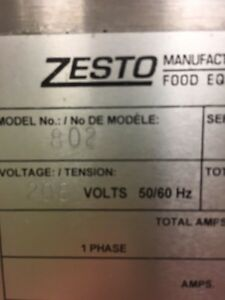 Zesto double pizza oven very clean on casters  Gatineau Ottawa / Gatineau Area image 5