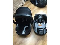 Cybex Aton Q car seat in black and isofix