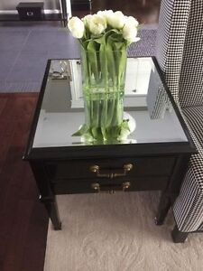 MIRRORED BLACK WOOD END TABLE