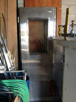 Stainless steel door (2) with window / Porte en acier inoxydable