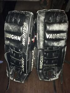 Vaughn Goalie pads - 24-26 inches.