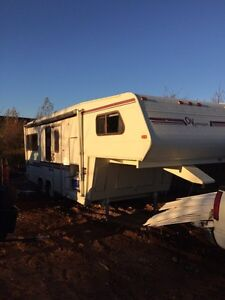 Fifth wheel camper okana