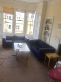 Room to rent in large 7 bedroom property in Marchmont Road (R8)