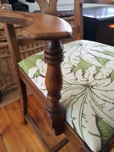 Antique Dining table and five chairs Sarnia Sarnia Area image 6