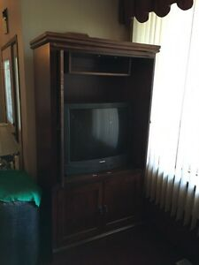 Wood cabinet. Reduced.  London Ontario image 3