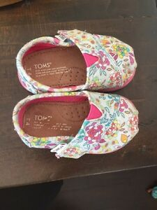 Size 4 toms toddler