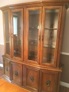 Gorgeous dining table and hutch London Ontario image 2