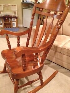 """SOLID WOOD BOSTON ROCKING CHAIR  LIKE NEW-----""""REDUCED"""" IN PRICE Windsor Region Ontario image 2"""