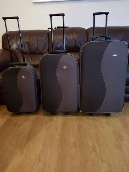 Travel trolley luggage suitcase set of 3 new condition