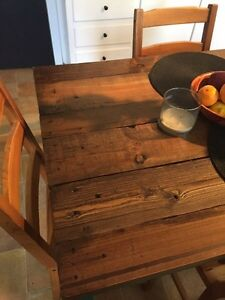 Cute Country Style Kitchen Table + 4 chairs. Pallet wood top West Island Greater Montréal image 2
