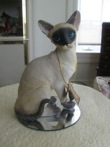 "BEAUTIFUL LARGE LIFE-LIKE ""ADELINE COLLECTION"" CAT FIGURINE"