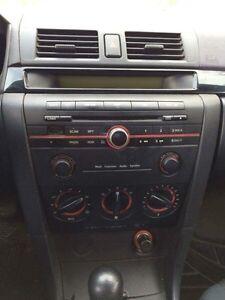 Mazda 3 2005 gris foncé Saguenay Saguenay-Lac-Saint-Jean image 9