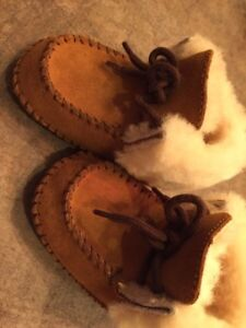 Baby Ugg shoes size 2-3
