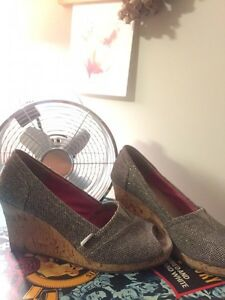 8 pairs of shoes.  Strathcona County Edmonton Area image 3
