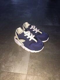 Nike Infants Huaraches in Blue - size 6.5 (EU 23.5)