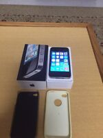 100%100 like brand new black iPhone4 16G locked with bell virgin