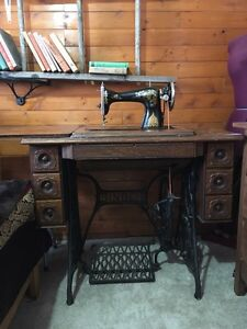 Antique 7 drawer treadle singer sewing machine