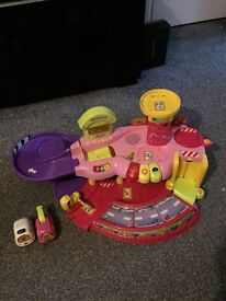 VTech Toot Toot Garage with 2 vehicles