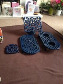 Table items in cast iron