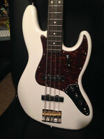 Fender Squier Classic Vibe 60s Jazz Bass with Case!