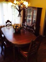 DINNING SET GREAT CONDITION/SET A SALLE A MANGER BONNE CONDITION