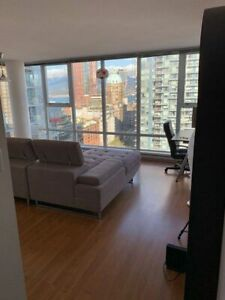 Beautiful Master Bedroom @ Upscale DT Condo W/ Private Bathroom
