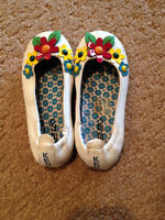 shoes with lots of wear left (2T)