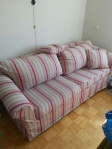 BEAU DIVAN  LIT - NICE SOFA BED CLEAN AND STAIN FREE.